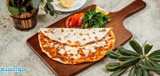 طريقة عمل البيتزا بالكفتة منال العالم
