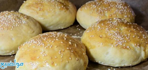 طريقة عمل خبز وعجينة الهمبرجر الهش والطري في البيت