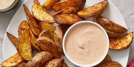 طريقة عمل البطاطس المحمرة المقرمشة بالدقيق والتوابل